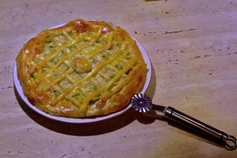 Cibulový koláč z listového těsta