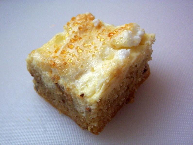 Ořechový koláč se sněhovou peřinkou