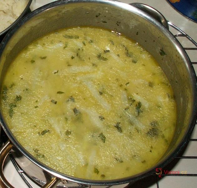 Kedlubnová polévka s vejcem