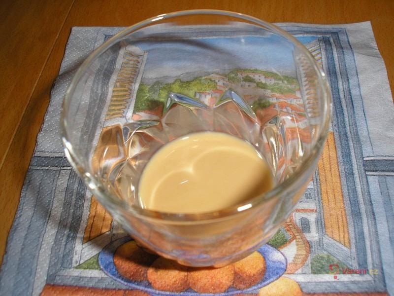 Mandlový koňak - Domácí Baileys