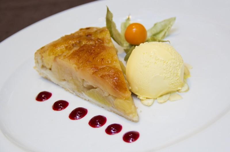 Domácí jablečný koláč s cukrovou krustou