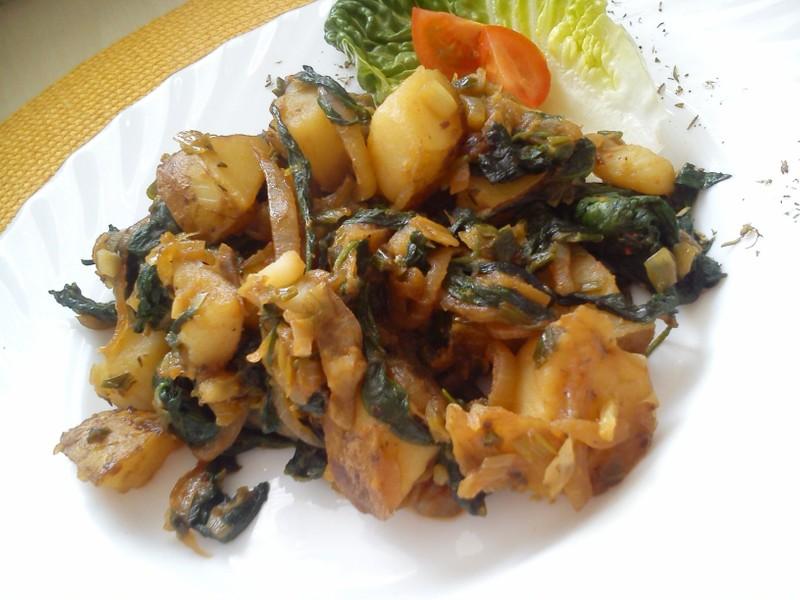Špenátové brambory na cibuli