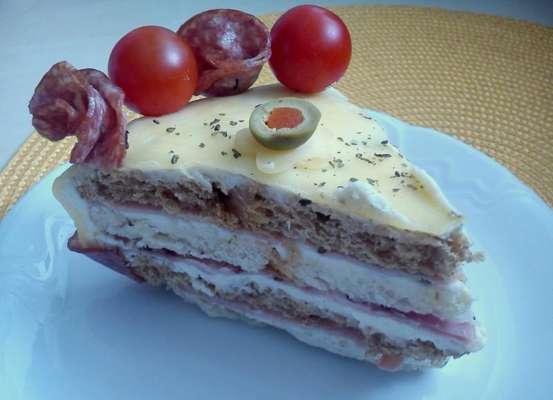 Slaný salámový dort