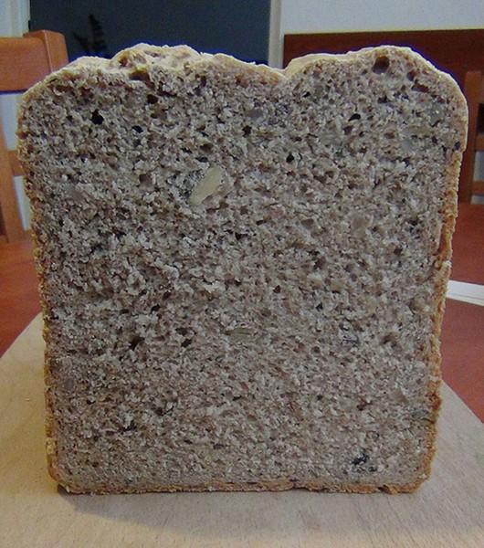 Pšenično-žitný chléb se semínky z domácí pekárny
