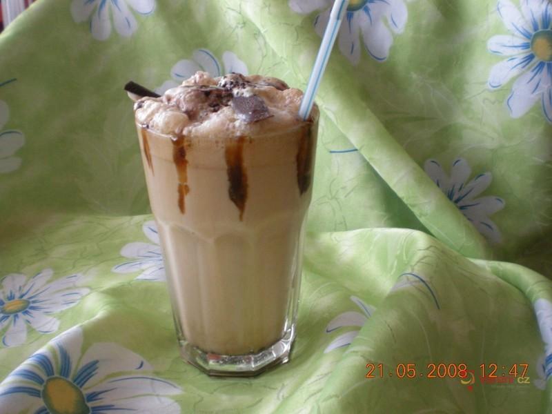 Ledové frappé se zmrzlinou
