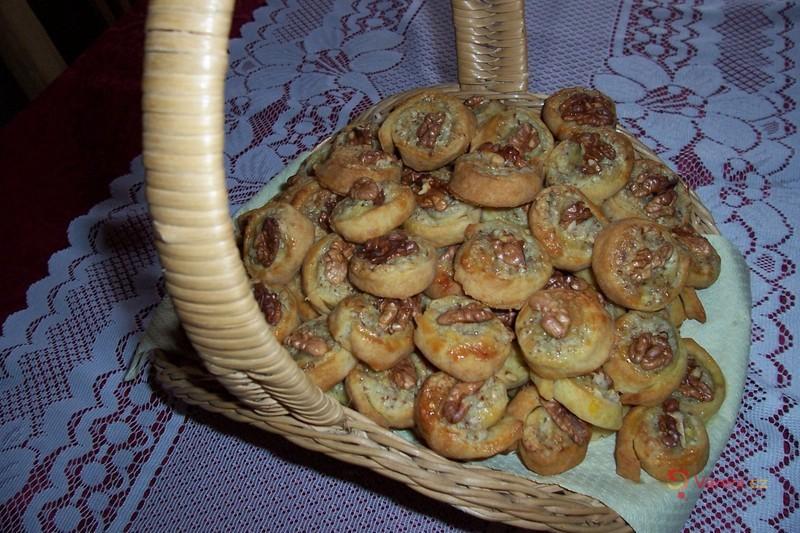 Šnečci se sýrovou náplní s ořechy