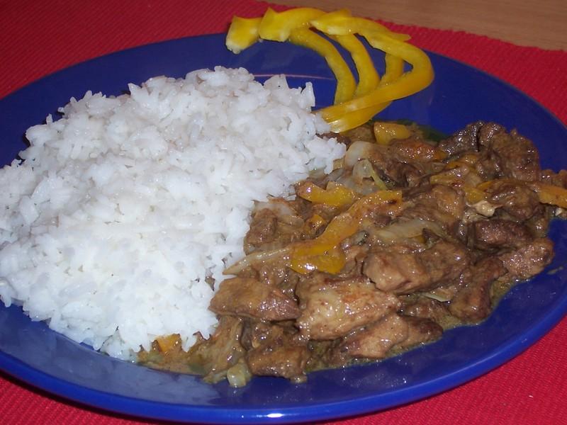 Pikantní vepřové nudličky s rýží
