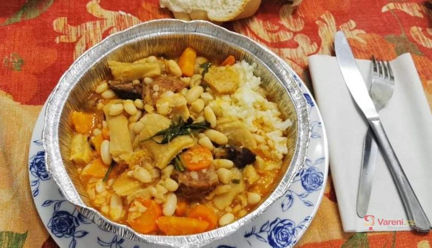 Tradiční fazolový guláš Dobrada