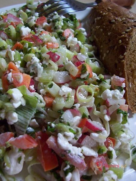 Pestrý salát s cottage