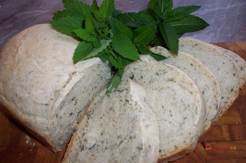 Bylinkový toastový chléb