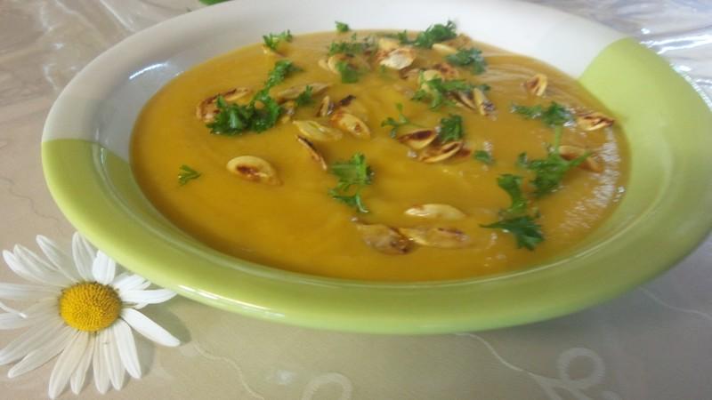 Polévka hokaido s kořenovou zeleninou