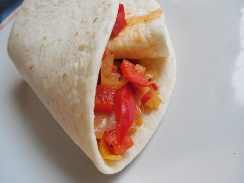 Plněná veganská tortilla