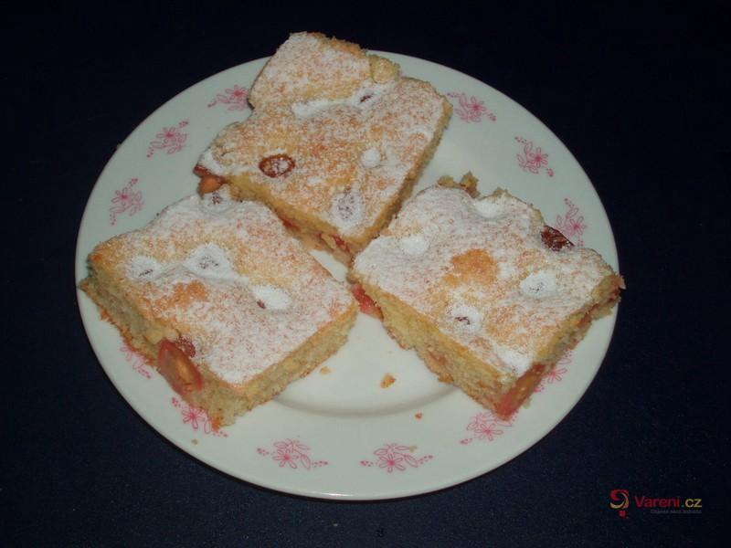 Lžícový koláč s třešněmi