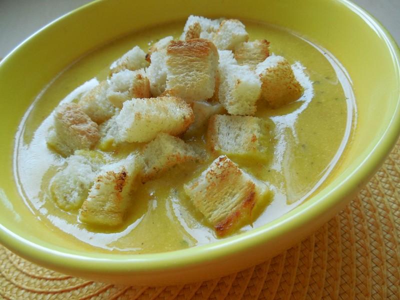 Dýňová polévka se zakysanou smetanou