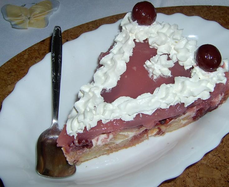 Višňový nepečený dort