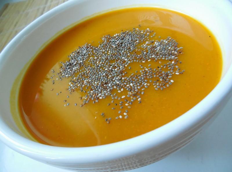 Dýňová polévka s chia semínky