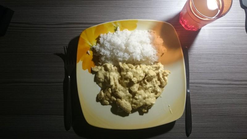 Smetanové kuřecí nudličky s rýží