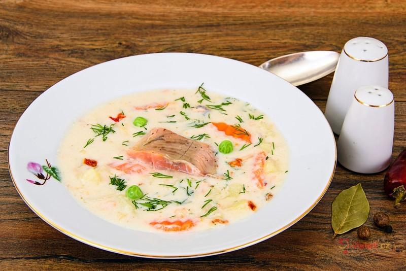 Bramborová polévka s lososem