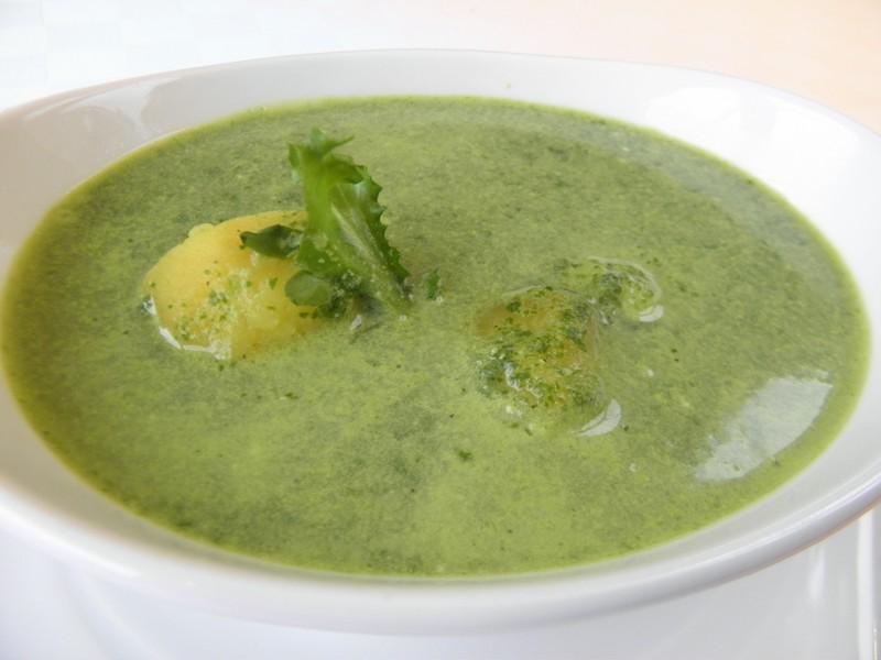 Bramborová polévka s rukolou
