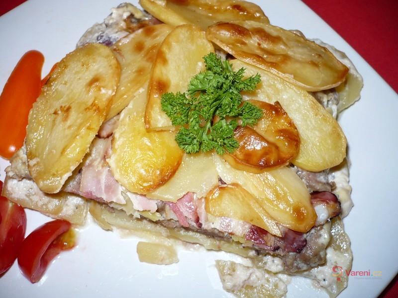 Zapečené brambory s mletým masem