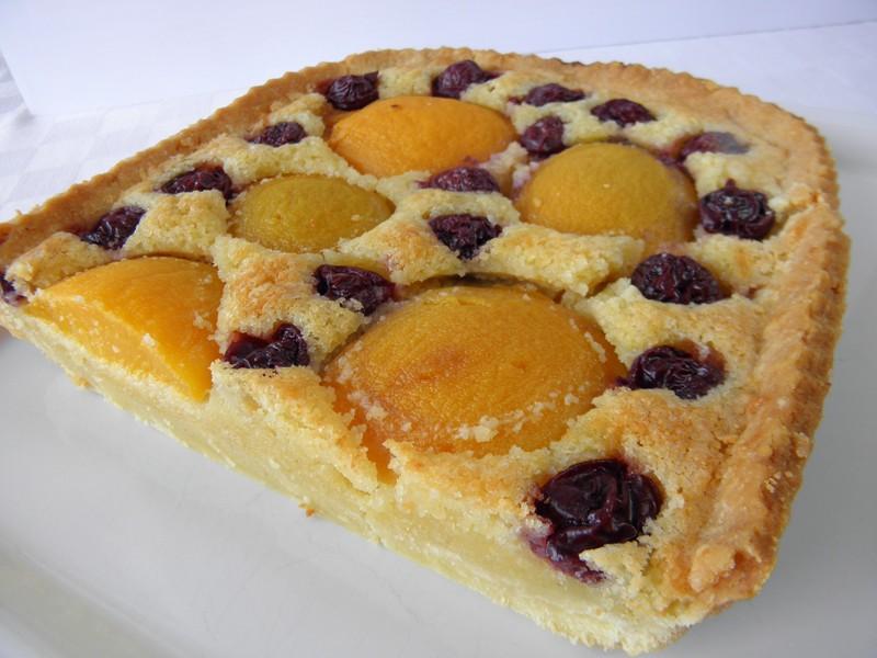 Domácí mandlový koláč s ovocem