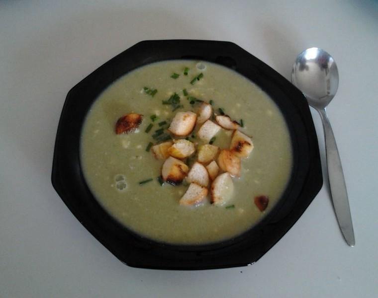 Jarní polévka z medvědího česneku