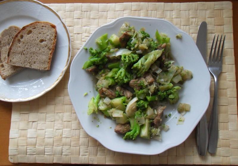 Vepřové nudličky s brokolicí a pórkem