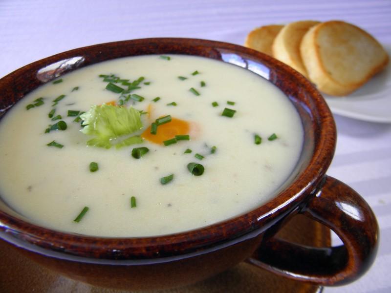 Cuketová polévka s celerem