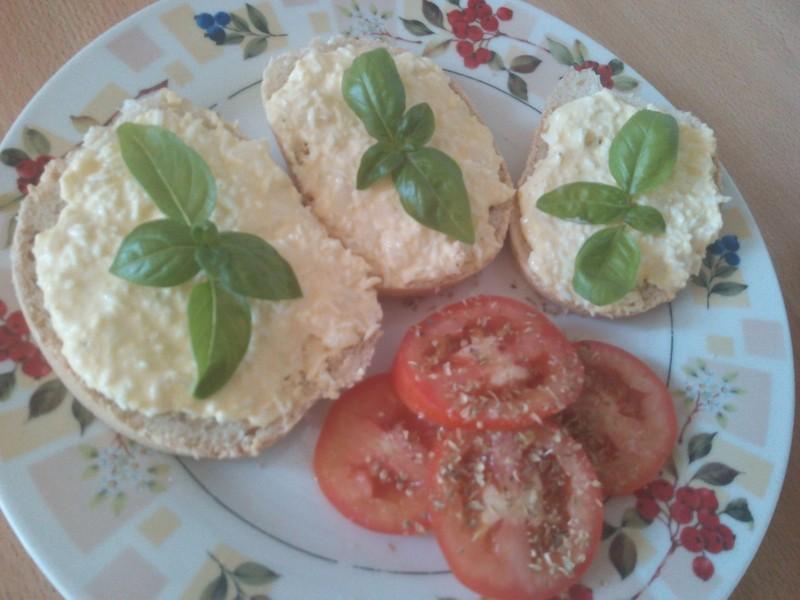 Vajíčková pomazánka s bazalkou