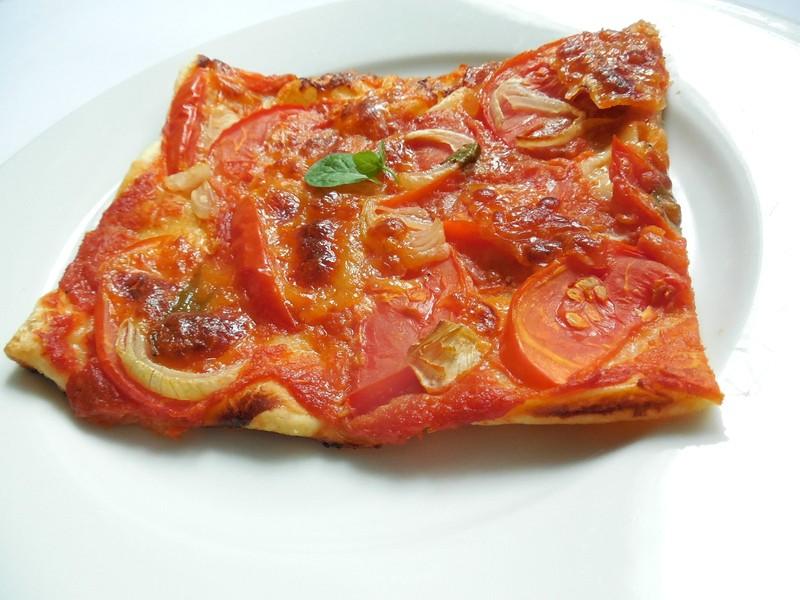 Listový koláč s rajčaty a mozzarellou