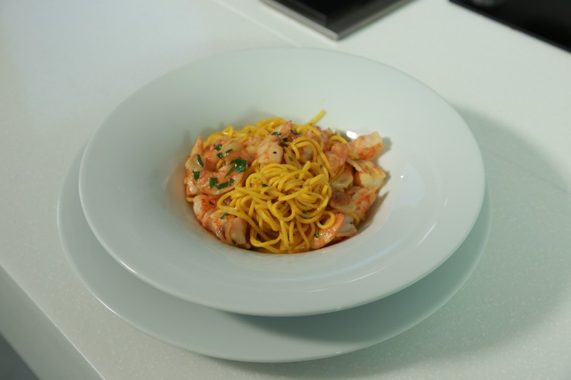 Krevety s česnekem a špagetami