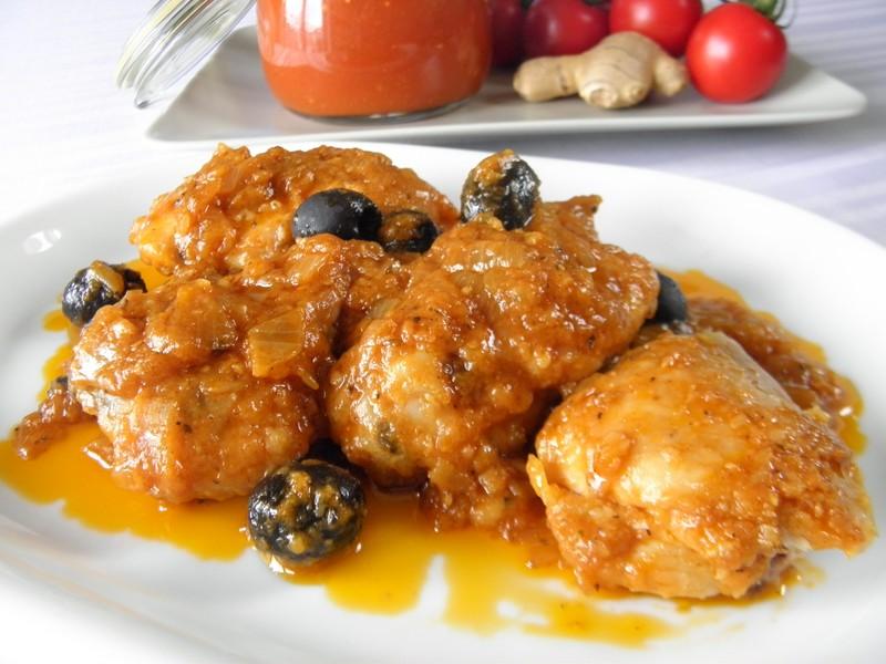 Kuřecí s rajčatovou omáčkou a olivami