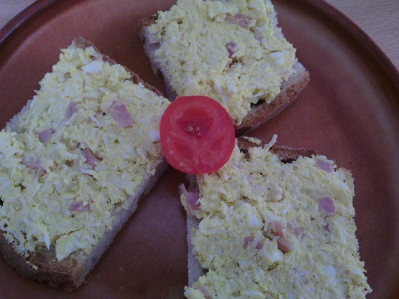 Snadná vajíčková pomazánka se šunkou