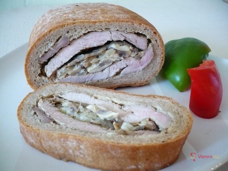 Plněný piknikový chleba