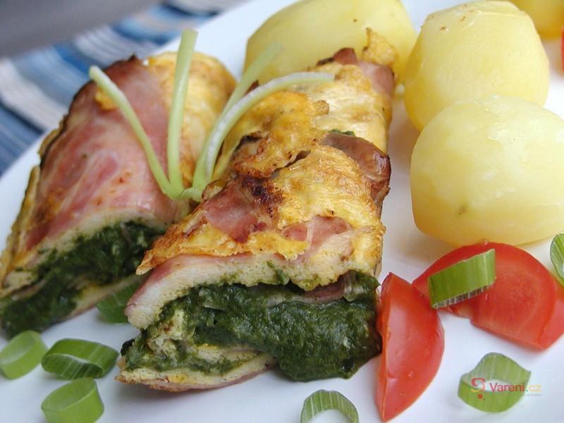 Vaječná omeleta plněná špenátem