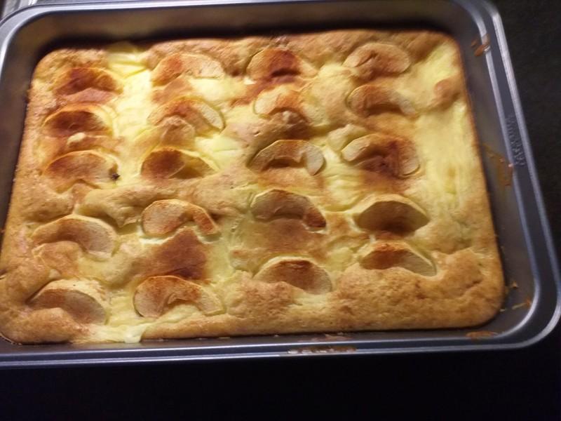 Pudinkový koláč s jablky a skořicí