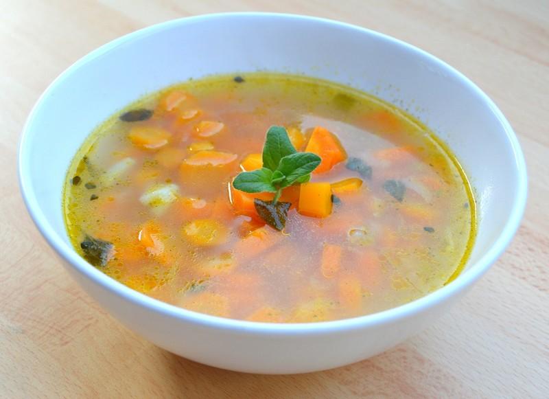 Mrkvová polévka s bylinkami