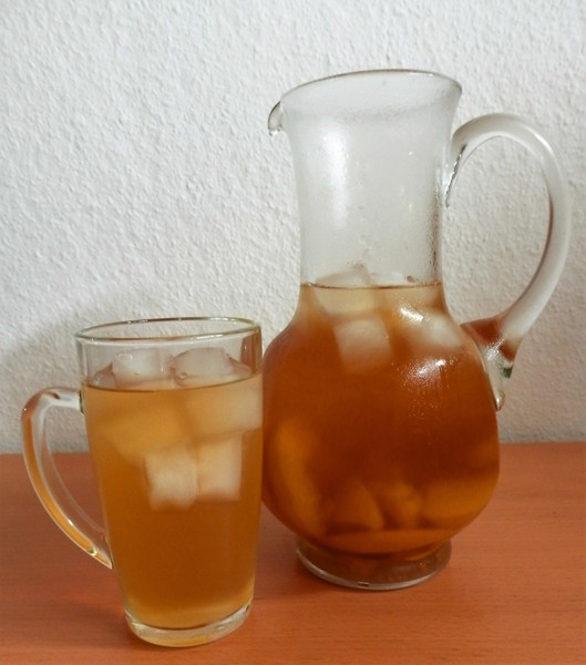Ledový broskvový čaj
