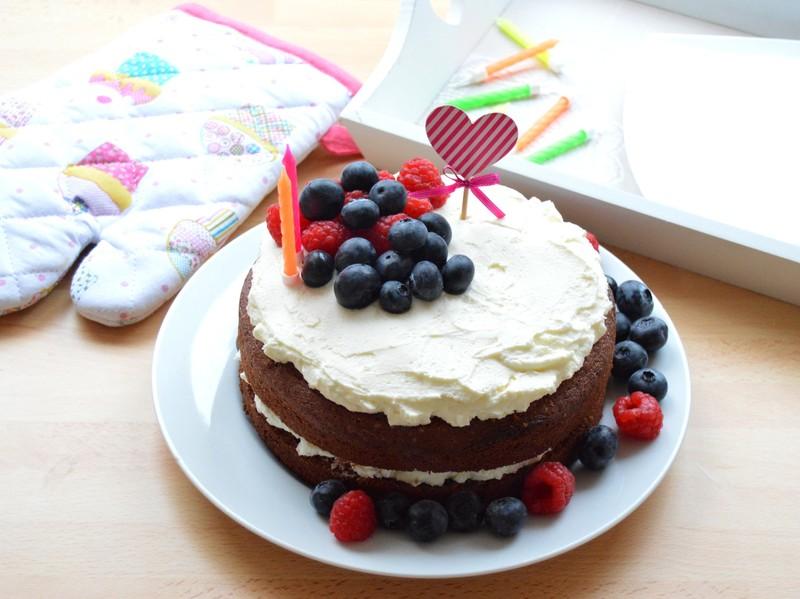 Narozeninový dort s mascarpone a ovocem