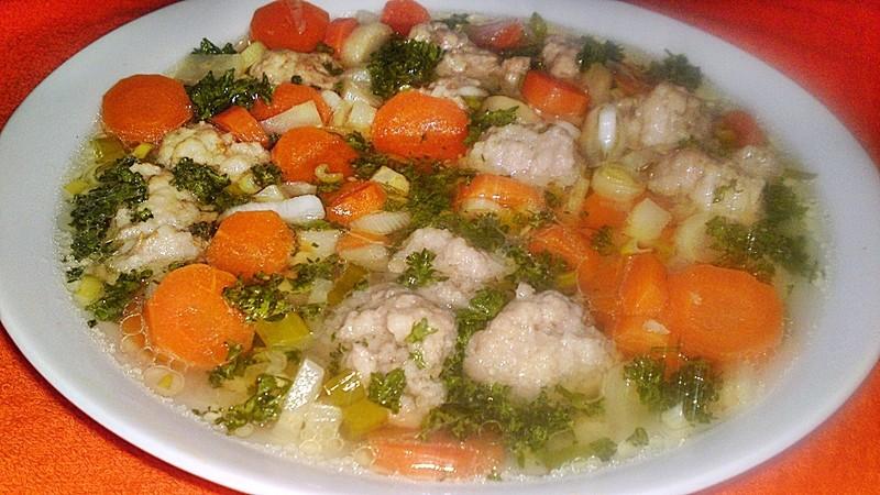 Jarní zeleninová polévka s knedlíčky z jehněčího masa se sýrem