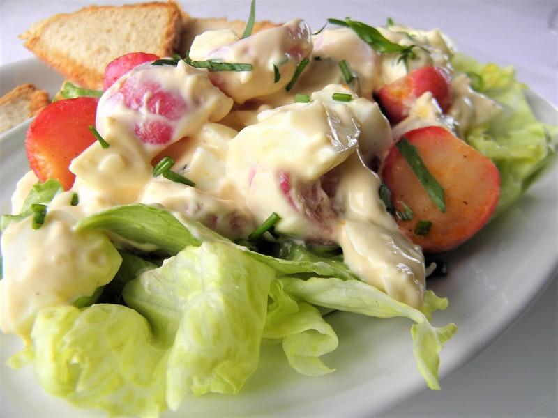 Vajíčkový salát s pečenými ředkvičkami