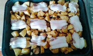 Pečené brambory se špekem