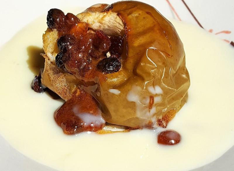 Pečené jablko s vanilkovým přelivem