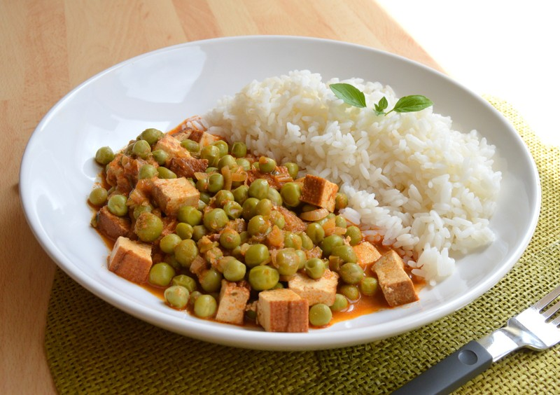 Tofu v hráškovo-paprikové omáčce s rýží