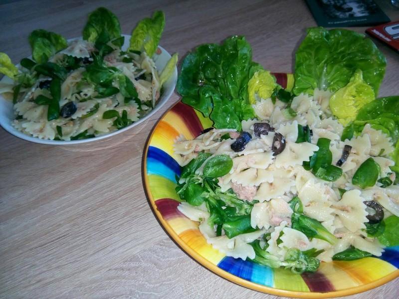 Těstovinový salát s tuňákem a olivami