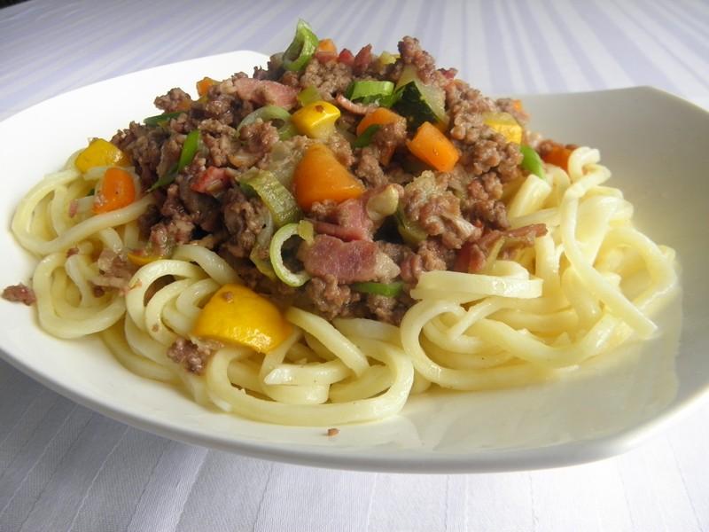 Hovězí masová směs s cuketou a špagetami