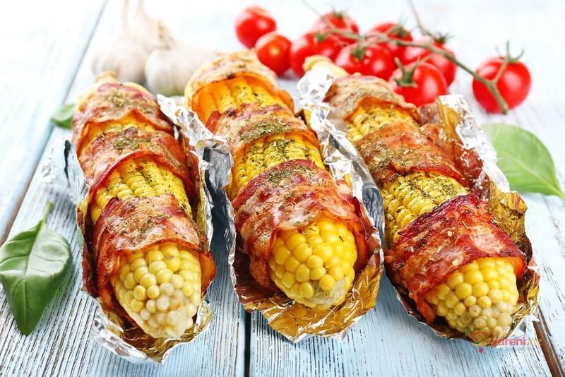 Kukuřice se slaninou a bylinkami
