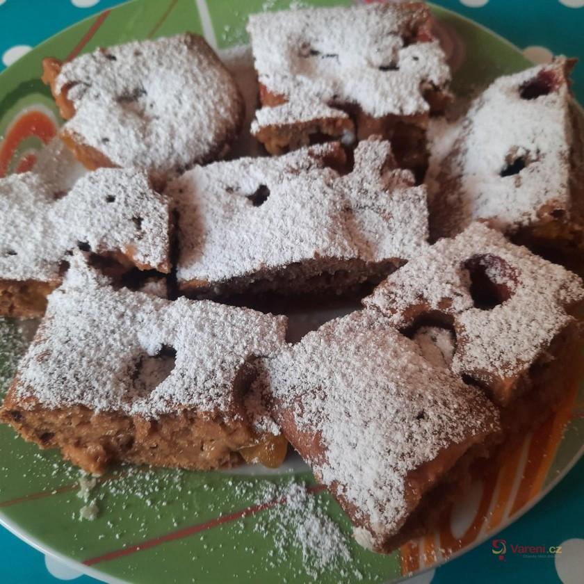 Kakaová bublanina s mirabelkami