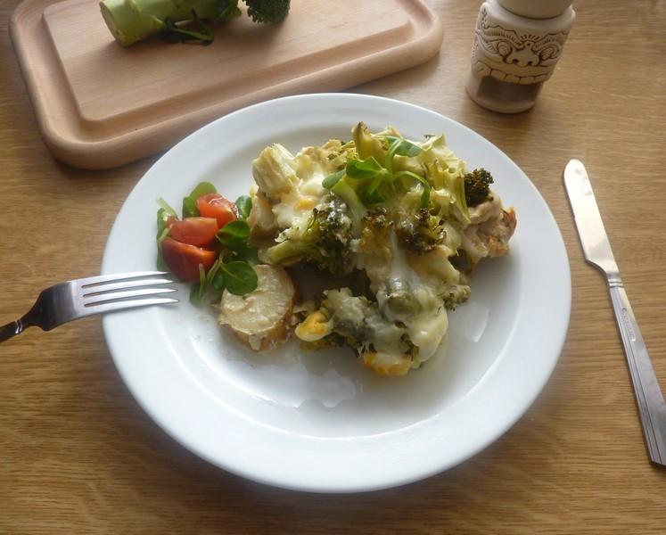 Kuřecí prsa zapečená s brambory a brokolicí