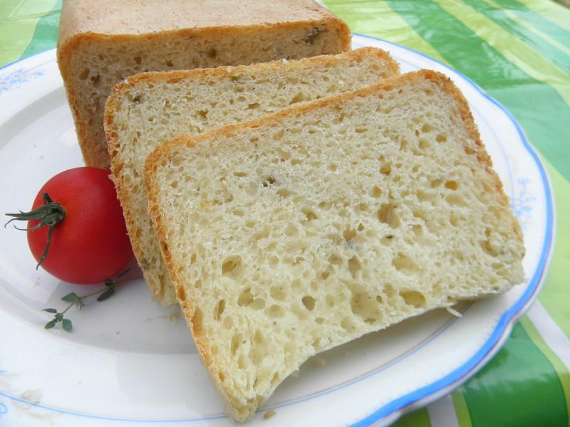 Bílý chléb s olivami z domácí pekárny